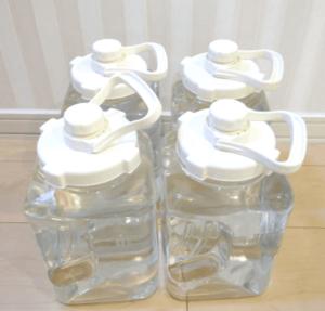 スーパーの水